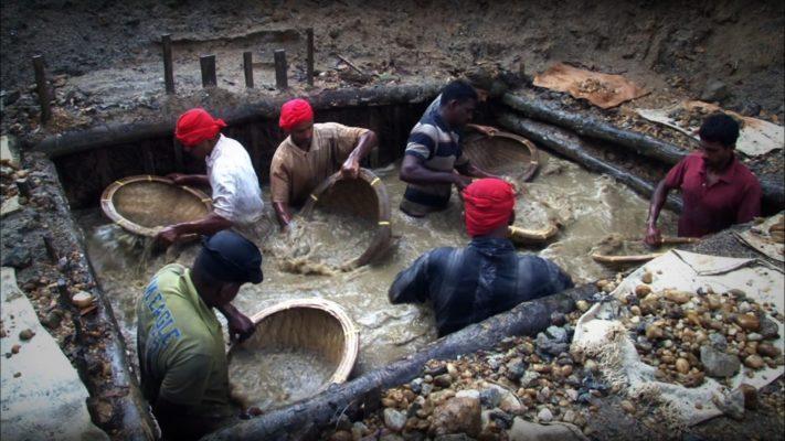 Ceylon gem mining at ratnapura Sri LAnaka