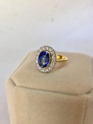 Vintage blue sapphire ring gold