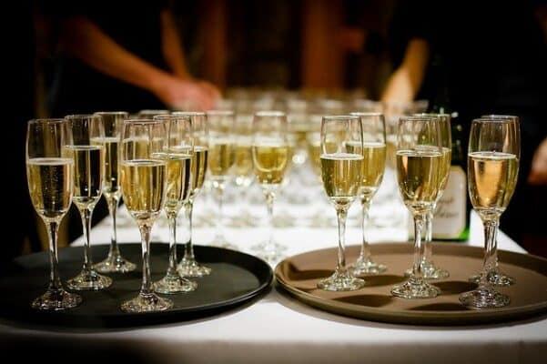 drink and bars at wedding