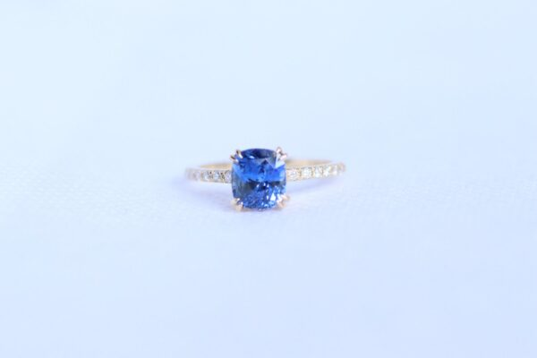Natural cornflower blue sapphire diamond ring 14k yellow gold