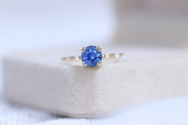 Round blue sapphire diamond ring 14k yellow gold